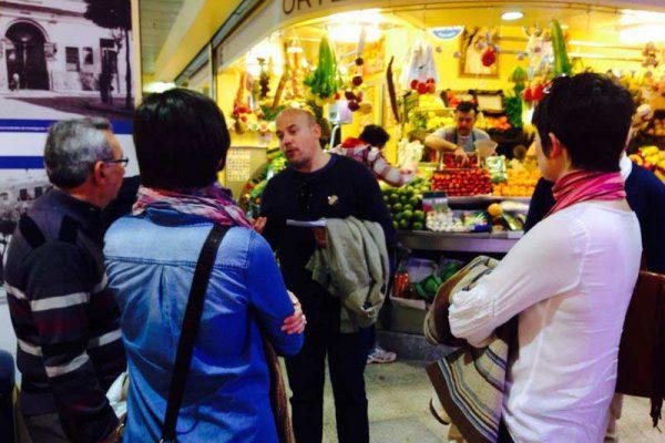 Detallando la historía del Mercado de La Encarnación.