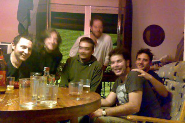 Alguno de los muchos encuentros con amigos alemanes en Triana. En la foto: Miguel, Juanjo, Judith, Dirk, Tobias y Pedro